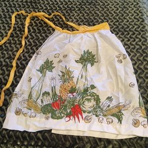 Vintage apron yellow waist veggies
